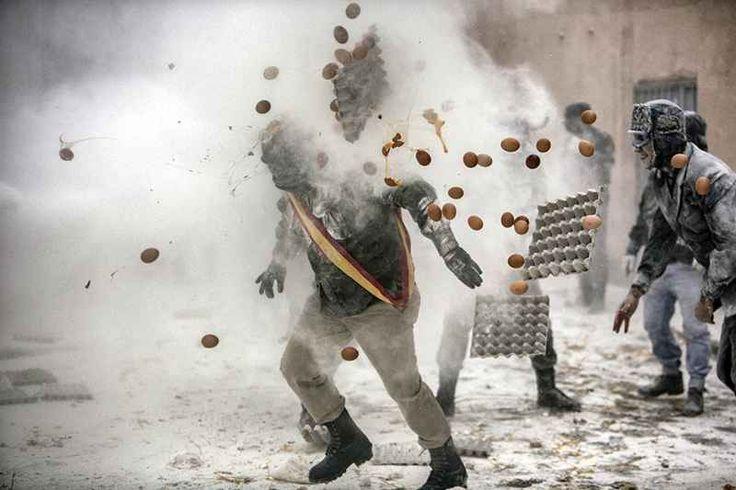 World press photo 2017 in mostra a Milano Il World Press Photo premia il fotografo che nel corso dell'ultimo anno, con creatività visiva e competenza, sia riuscito a catturare o a rappresentare un avvenimento o un argomento di forte rilevanz #mostra #fotografia #milano #foto