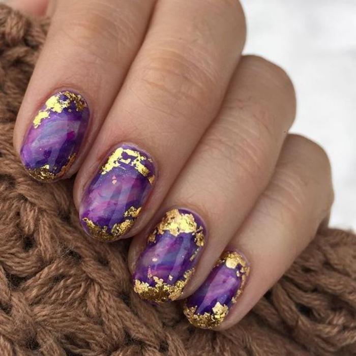 nail art deco, ongles holographiques avec vernis et foil