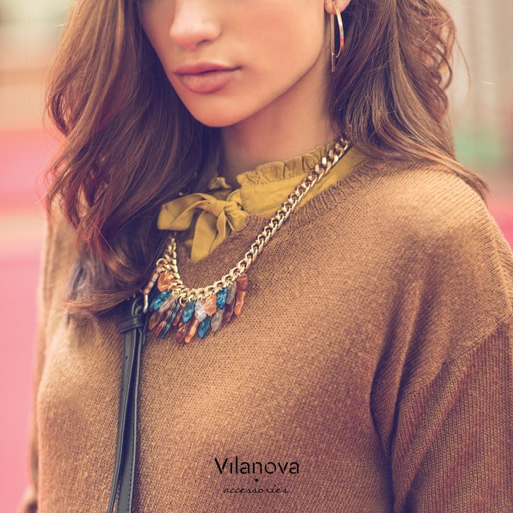 a necklace detail is always a good choice  #vilanova #vilanova_accessories #getthelook #accessories