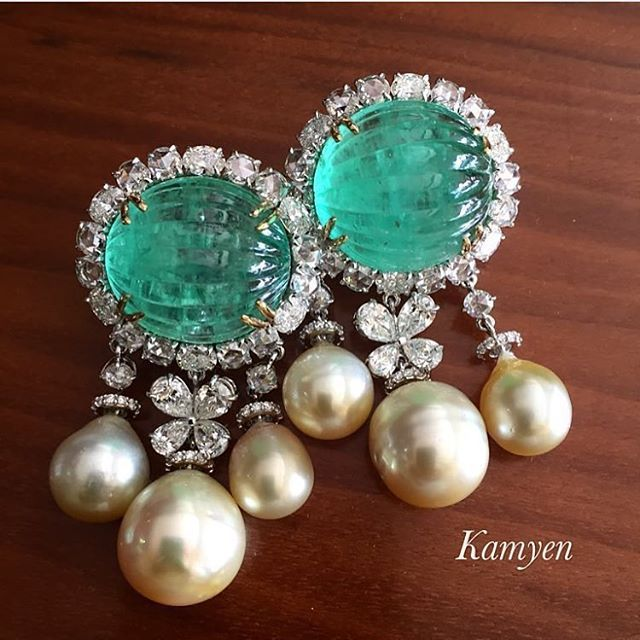 Hermosos. Siempre una combinación con perlas y piedras preciosas...detona elegancia y buen gusto. ♥ SLVH