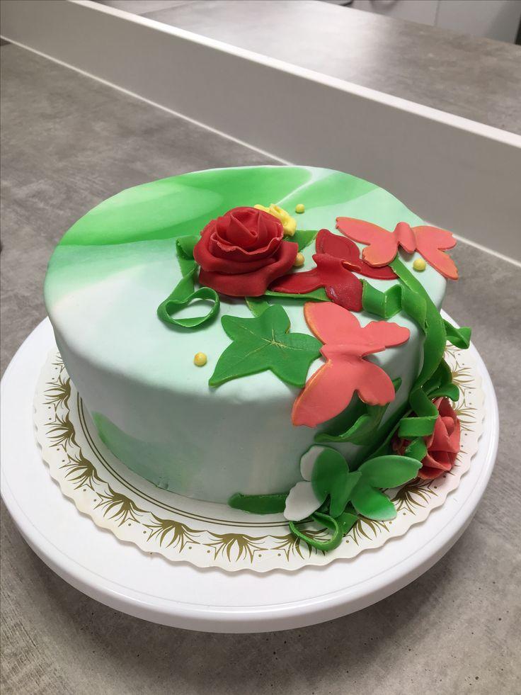 Fantasy cake from fantasy cake course