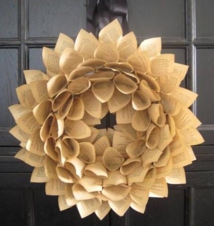 Corona de navidad decorativa con papel periódico | Manualidades de hogar