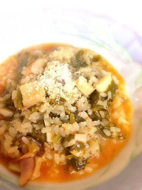 レシピ書いてたのに画面切り替えで消えてしまった…(>_<) 昨日の夕食です。 生米を炒める時のオリーブオイルとは別に、仕上げにオリーブオイルをかけて香りを楽しみます。 蕪の葉の苦味とトマトの甘酸っぱさがチーズでまとまって美味しかったー - 7件のもぐもぐ - 蕪の葉とエリンギのトマトチーズリゾット by ein