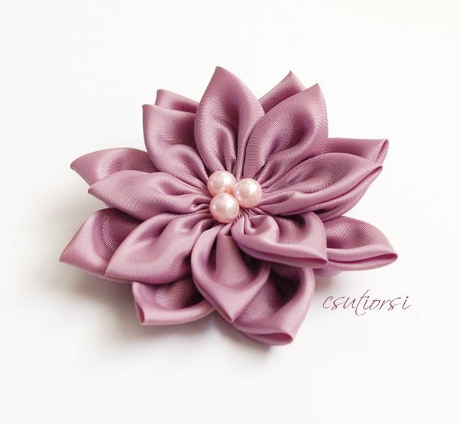 Púderrózsaszín textil virág kitűző by http://www.breslo.hu/csutiorsi/shop