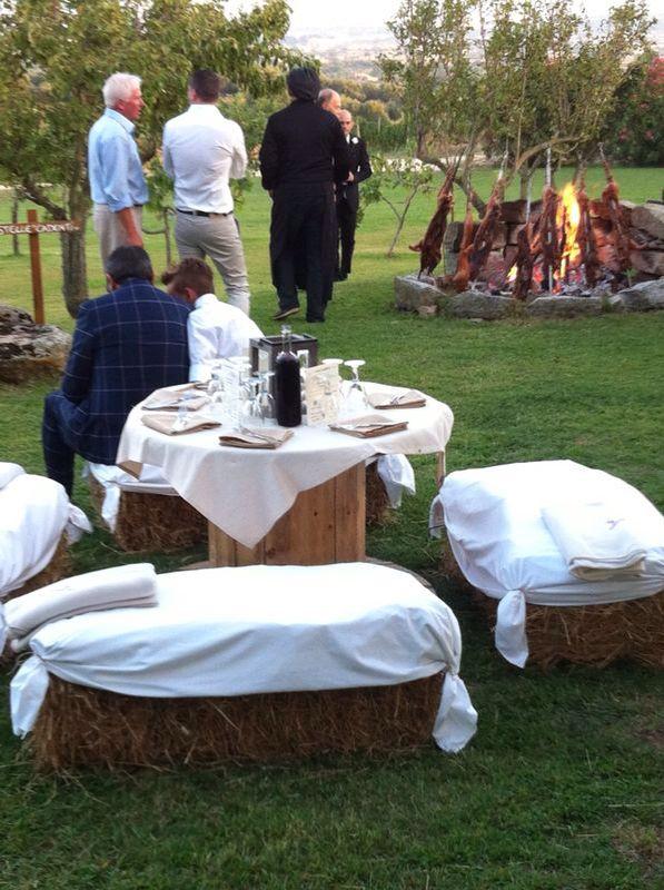 Country table ! Tavolo per ospiti fatto con le bobine per cavi elettrici !