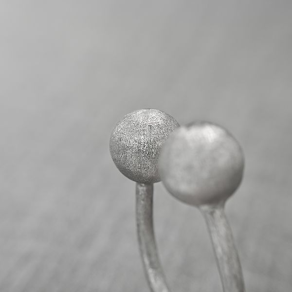 Planetas Major Ring - detail. Contemporary jewelry made of pure Silver with a matte finish