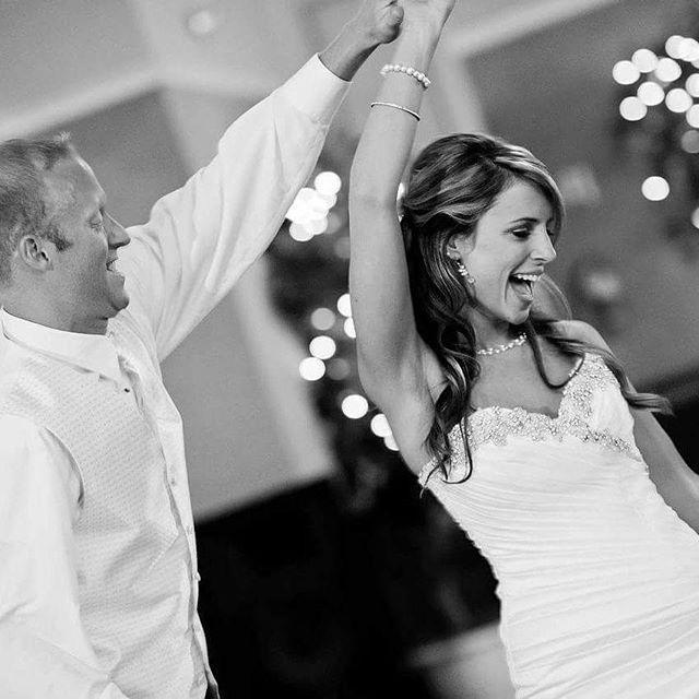"""""""Czarno-biała fotografia ma niepowtarzalny urok. Warto mieć chociaż kilka kadrów ze ślubu właśnie w tej wersji. 🎯📷 👌  #fotografiaslubna #zdjeciaplenerowe #zdjeciazeslubu #czarnobiale #pannamłoda #Bride #bridalstyle #dance #firstdance #weddingparty #memories #beautyfull #groom #lovemelikeyoudo❤ #firstdance #ślub #planujemywesele #lovestory #loveyou #lovemeright #happiness #weddinginspiration #instabride #instagirl #instaweddingparty Fot. Pixabay"""" by @planujemywesele. #невеста #prewedding…"""