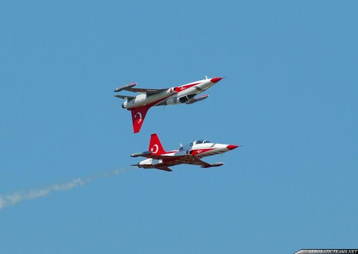 Turkish Stars - http://aerobaticteams.net/turkish-stars-photos.html