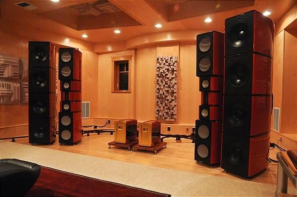 The Hub - Mike Lavigne's listening room closeup