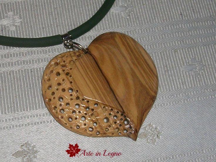 Ciondolo a cuore in legno d'ulivo By Arte in Legno