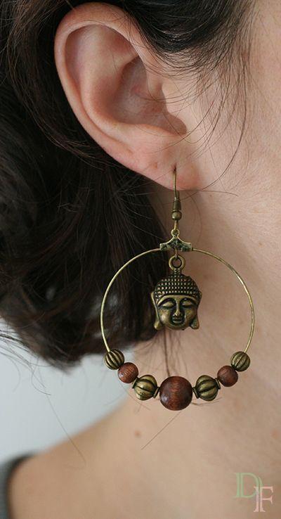 Boucles d'oreilles créoles bouddha et perles en bois. Large hoop earrings buddha and wood bead. http://divine-et-feminine.com/fr/bijoux/99-boucles-d-oreilles-creoles-bouddha-bois.html