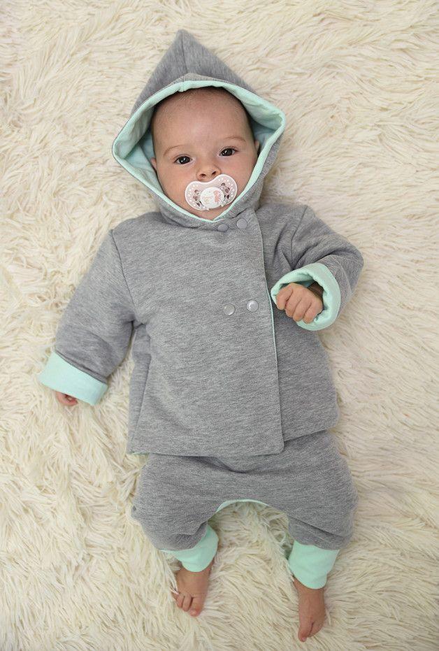 Kuscheliger Strampler in Grau und Mint für Babys, Erstaustattung Baby / first baby clothes: grey romper with mint accents made by pestka-shop via DaWanda.com