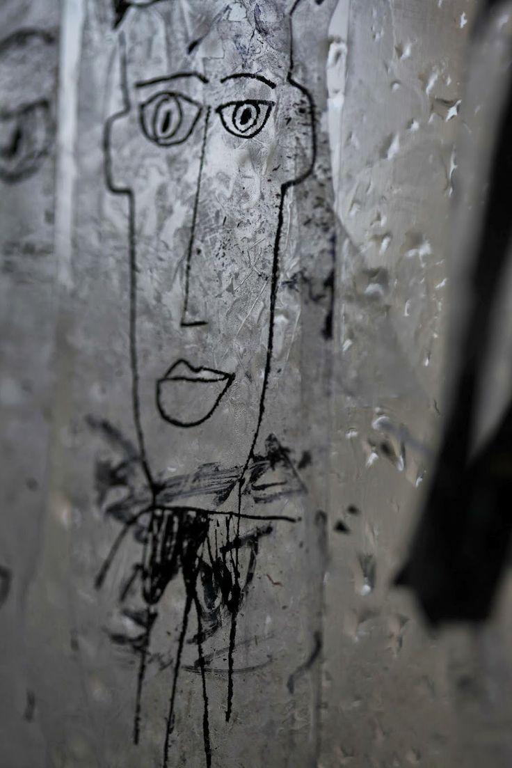 New Still Lifes: Vendeur de dessins en plein air : toute une nébule...