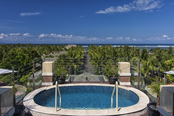Grande Astor Suite Infinity Pool with view to the ocean at The St. Regis Bali