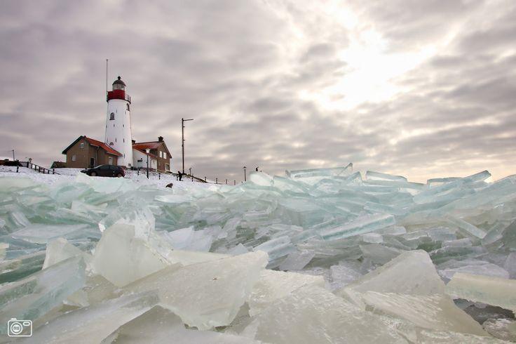 Kruiend ijs bij Urk