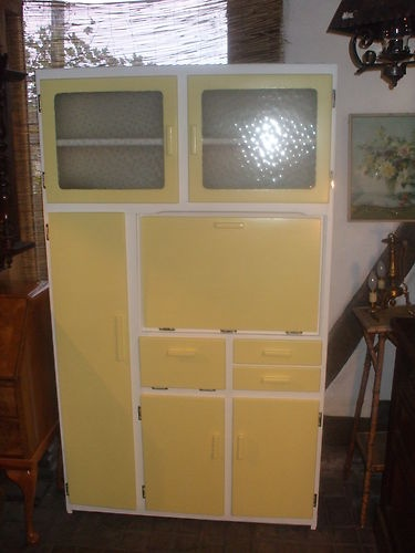 KITCHEN UNIT CUPBOARD 1950S RETRO.  I am dying to find one of these for my kitchen!