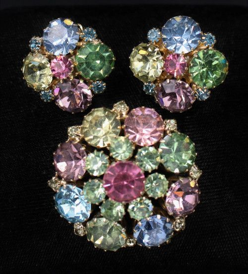 Awesome weiss artglass rhinestone earrings vintage