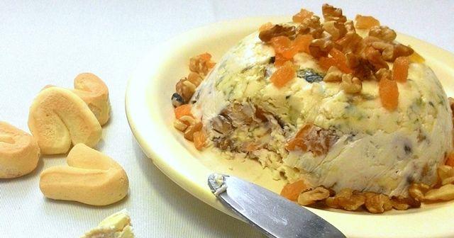 Esta terrine é uma excelente alternativa aos patês ou um complemento interessante para tábuas de queijos servidos antes de jantares ou nas Festas de Fim de Ano. Uma combinação incrível do sabor int…