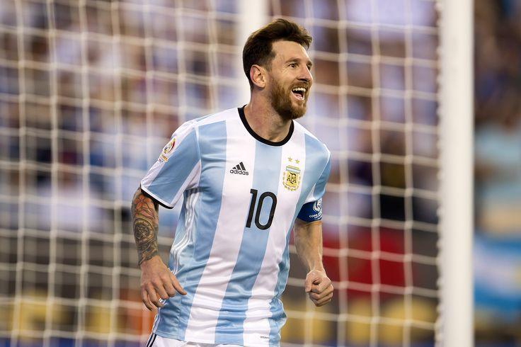 VIDEO   Messi se luce tocando en piano el himno de la Champions - La Nación (Chile)