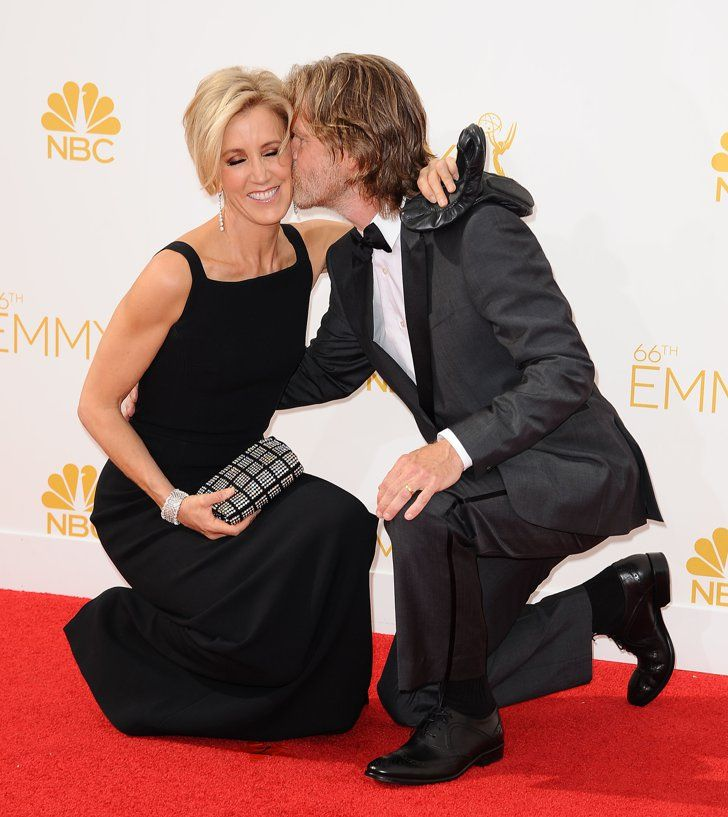Pin for Later: The Hands-Down Cutest Red Carpet Pictures of 2014 Felicity Huffman and William H. Macy Shared a Crouching Kiss at the Emmys
