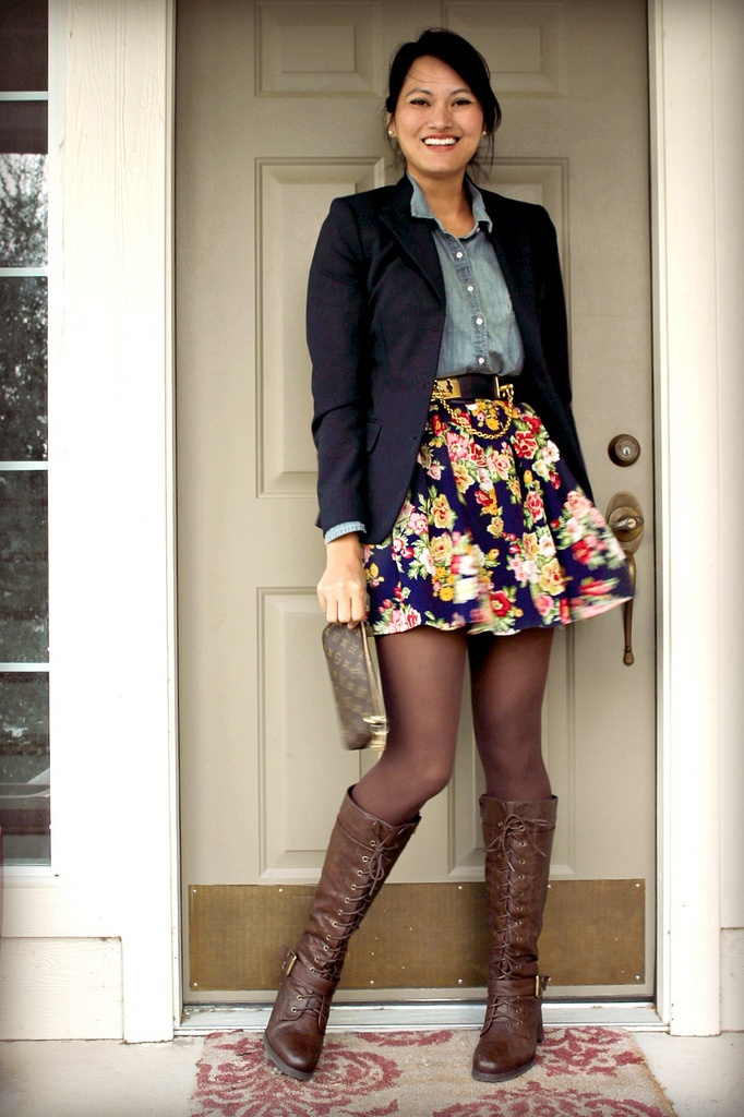 super cute.: Chambray Shirts, Boots Tights, Black Boots, Skirts Boots, Fall Outfits, Skirts Prints Tights Blazers, Cute Outfit, Floral Skirts Fall, Cute Skirts