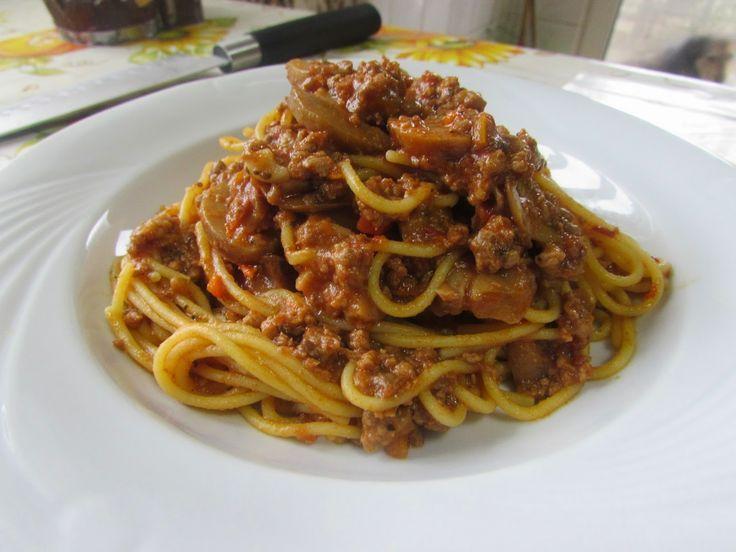 Bucataria tuturor: Spaghete cu sos bolognese.