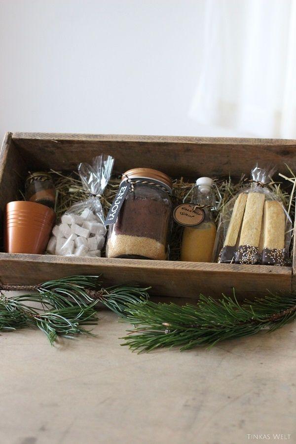 Tinkas Welt: Hot Chocolate Box mit Karamellsirup, Marshmallows, Kekssticks und Co - Geschenkidee
