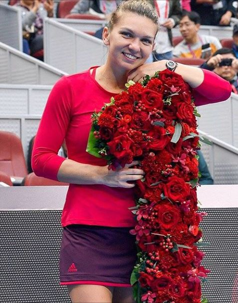 Romania's Simona Halep becomes the 25th player in history of the WTA, and first from her country, to rise to the No.1 ranking.