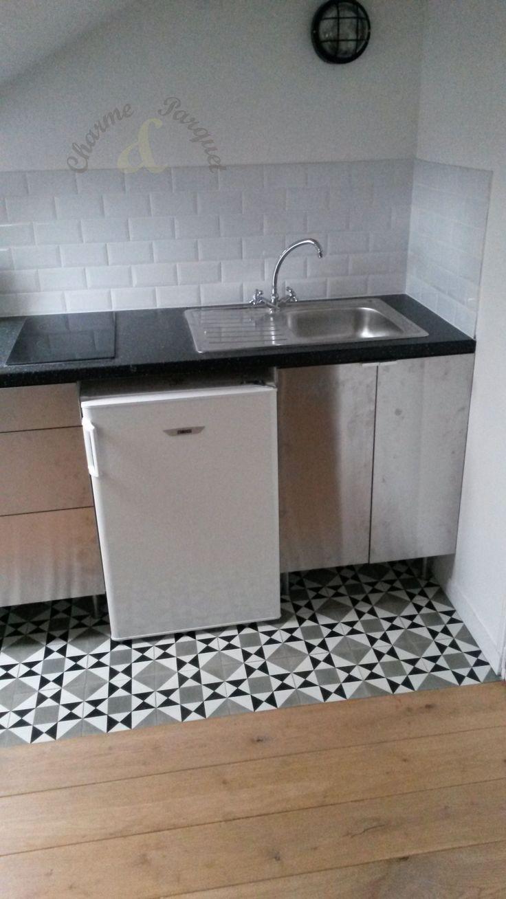carreaux de ciment ch 22 1 dans la cuisine d 39 un studio parisien carreaux de ciment. Black Bedroom Furniture Sets. Home Design Ideas