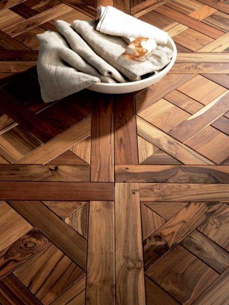 Pavimenti in legno di noce americano, resistente e piuttosto stabile, non pone difficoltà alla lavorazione e vanta di una buona durabilità.