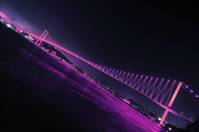 Another amazing photo of #Philips illuminating the Bosphorus Bridge in Istanbul to raise awareness for #BCAM