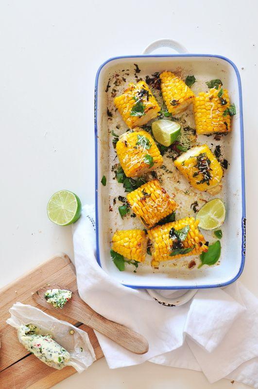 Kolby kukurydzy z masłem czosnkowym, orzechami włoskimi i parmezanem | Make Cooking Easier