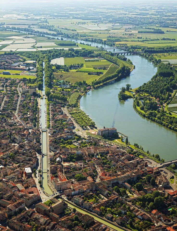 Canal des Deux Mers (Moissac; Tarn-et-Garonne). Par CRT Midi-Pyrénées/ Dominique VIET #TourismeMidiPy #MidiPyrenees #France #Cruise #Boat