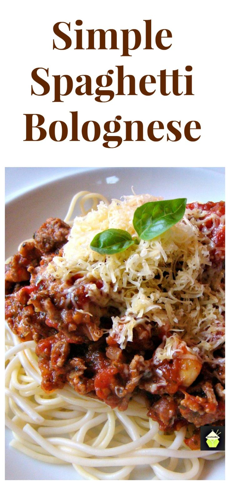 Simple Spaghetti Bolognese. Fresh ingredients and great tasting dinner, ready in under 30 minutes!