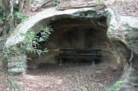 Google Image Result for http://www.creativespirits.info/aboriginalculture/land/images/aboriginal-rock-shelter.jpg