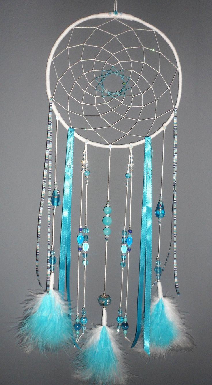 Attrape-rêves bleu turquoise, dreamcatcher, plumes, perles et ficelle : Décorations murales par la-fee-et-ses-secrets