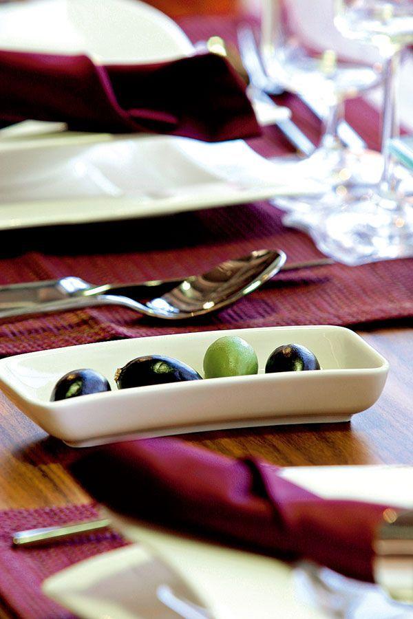 Chystáte sviatočný obed a chcete prestrieť stôl tak, aby bolo všetko tip-top? S nami sa to naučíte raz-dva.