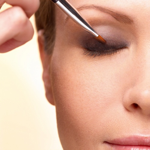 2. Lightly extend the color with the Angled Eye Brush. #makeuptips #yvesrocher