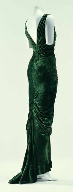Molyneux Dress - FW 1935 - by Edward Molyneux - Green velvet one-piece dress; bias cut - ©The Kyoto Costume Institute - Photo by Takashi Hatakeyama - @~ Mlle