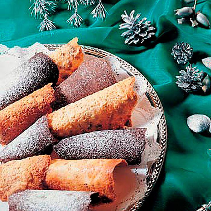 Descubre como preparar paso a paso la receta de Tejas de chocolate y tejas de almendra. Te contamos los trucos para que triunfes en la cocina con Postres para chuparse los dedos
