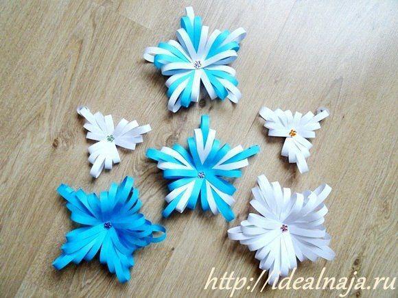 Объемная снежинка из бумажных полос