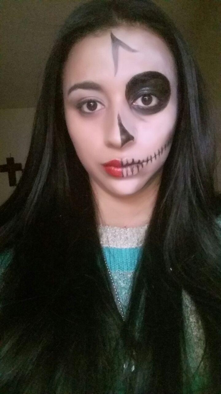 maquillaje de halloween para mujeres. calavera