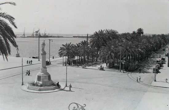 Plaza de los Mártires. Actual Plaza del Mar Año: 1930