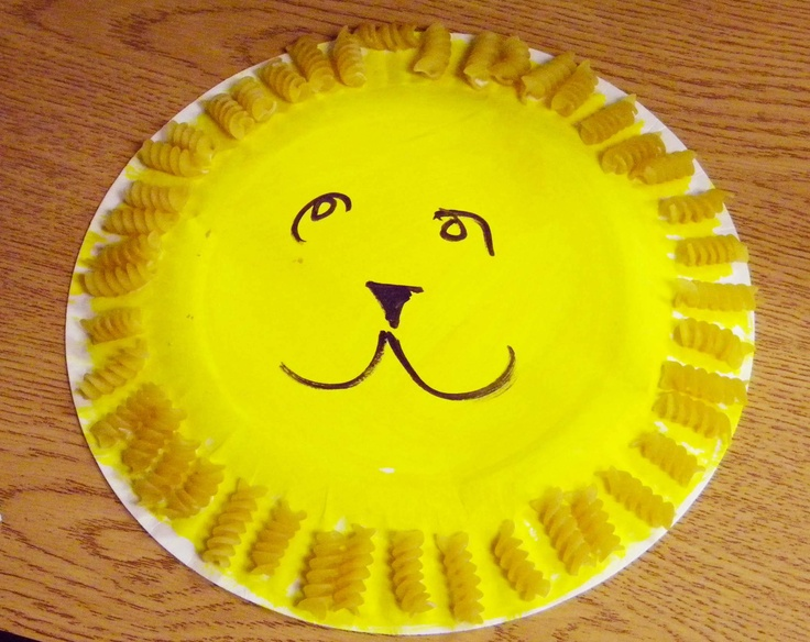 Easy and FUN art projects for preschoolers: Macaroni Lion!
