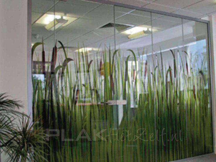 Ontwerp en Bestel TransparanteRaamstickers  Nieuw in ons assortiment is de bubble free transparante raamfolie (glasfolie, raamsticker). Klik op de afbeelding hieronder om uw eigen uniek transparante raamfolie te creëren.    Transparante raamfolie is een raamfolie (glasfolie, raamsticker) die veelal wordt gebruikt voor decoratieve
