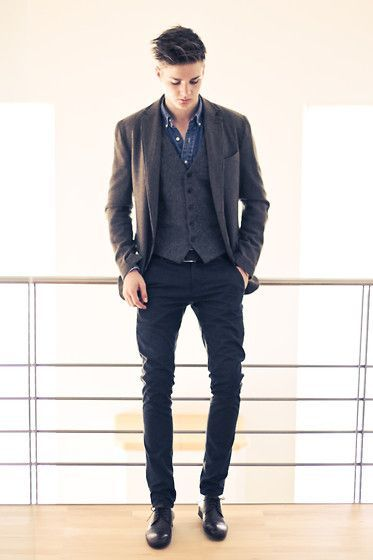 Sisley Blazer, Polo Ralph Lauren Shirt, Zara Trousers, Zara Shoes.