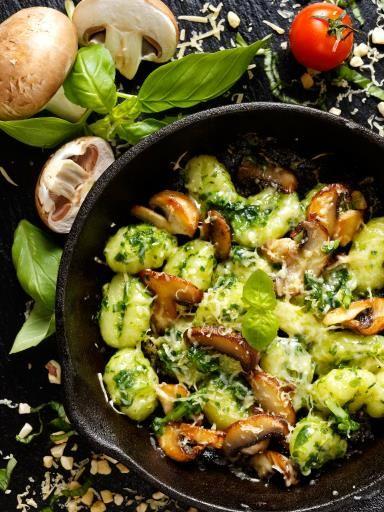 gnocchi, haricot vert, huile, origan, pomme de terre, oignon, tomate pelée, olive noire