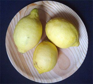 10 razones por las que deberías beber agua de limón caliente por la mañana - http://hermandadblanca.org/2013/08/26/10-razones-por-las-que-deberias-beber-agua-de-limon-caliente-por-la-manana/