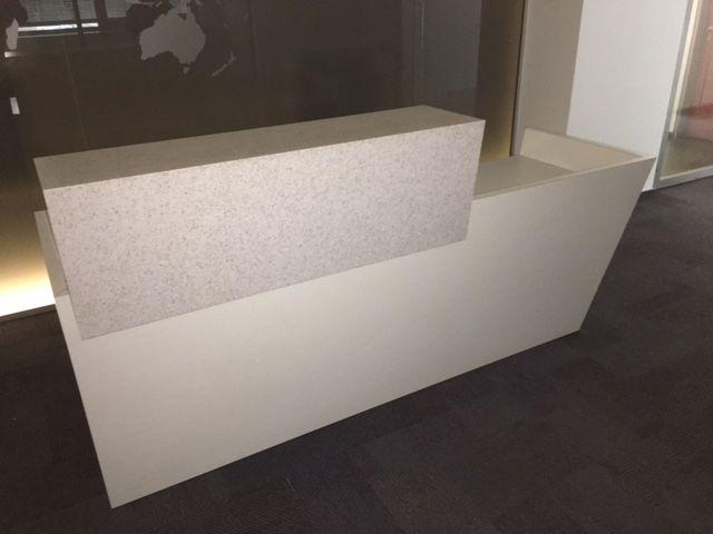 recepce bílá+kontejner