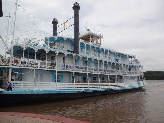 Riverboat gambling vacations